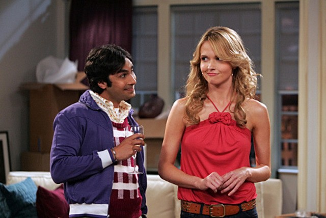 Valerie Azlynn e Kunal Nayyar nell'episodio The Dead Hooker Juxtaposition di The Big Bang Theory