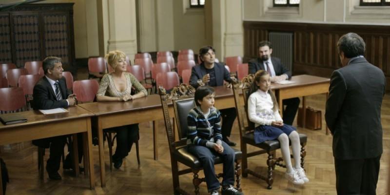 Dal film Ex di Fausto Brizzi: Gianluca Grecchi (al centro) seduto davanti a Nancy Brilli e Vincenzo Salemme.