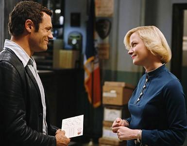 Jason O'Mara e Gretchen Mol in una scena dell'episodio ' Home is Where You Hang Your Holster ' della serie tv Life on Mars