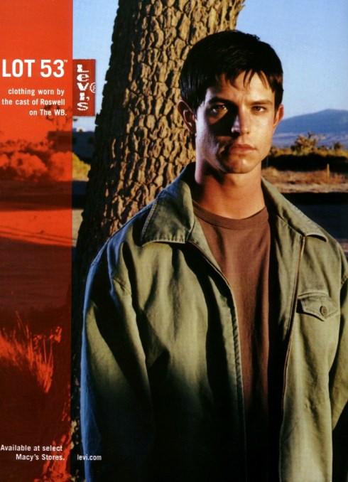 Jason Behr è Max Evans di Roswell e pubblicizza i jeans Levis