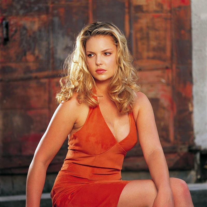 Katherine Heigl in una foto promo della 2 stagione di 'Roswell'