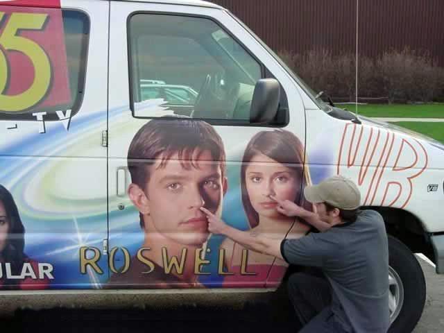 Nick Wechsler scherza sul set di Roswell