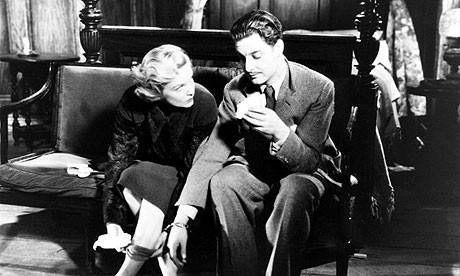 Robert Donat con Madeleine Carroll in una scena de Il club dei trentanove