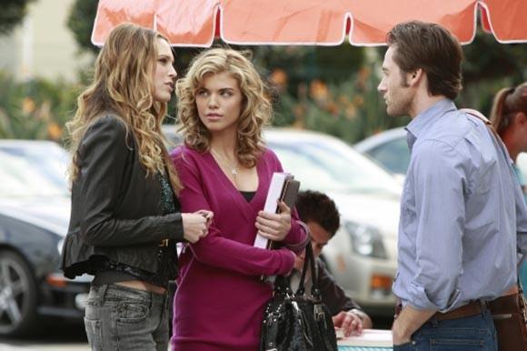 Sara Foster, AnnaLynne McCord e Ryan Eggold in una scena dell'episodio The Dionysian Debacle di 90210