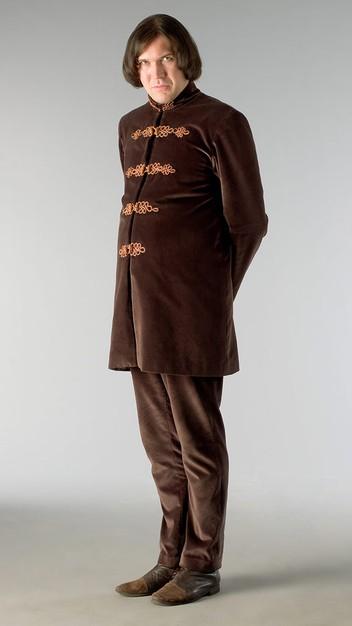 Alex MacQueen in una foto promozionale della serie Kröd Mändoon and the Flaming Sword of Fire
