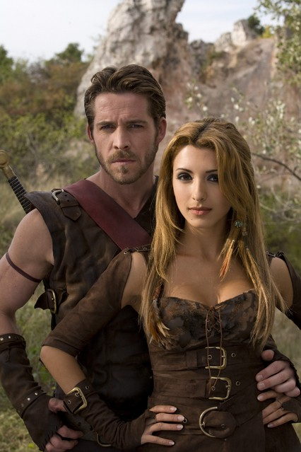 India de Beaufort e Sean Maguire in una foto promozionale della serie Kröd Mändoon and the Flaming Sword of Fire