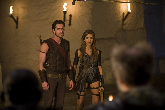 India de Beaufort e Sean Maguire in una scena della serie Kröd Mändoon and the Flaming Sword of Fire