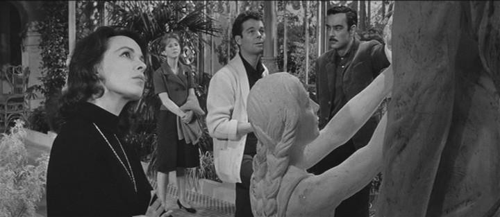 Julie Harris, Claire Bloom,  Richard Johnson e Russ Tamblyn in una scena de Gli invasati