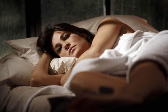 Manuela Arcuri in una scena del tv movie So che ritornerai