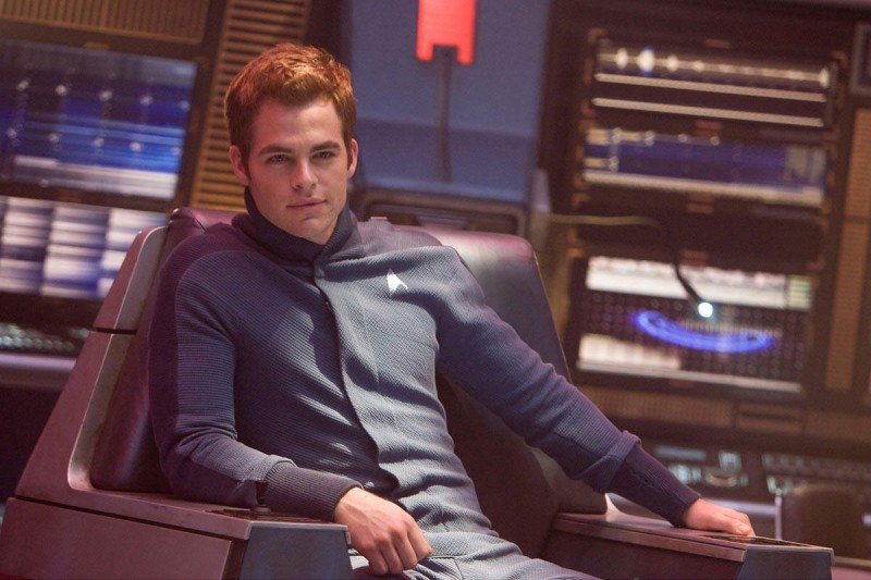 Chris Pine interpreta James Kirk nel film Star Trek