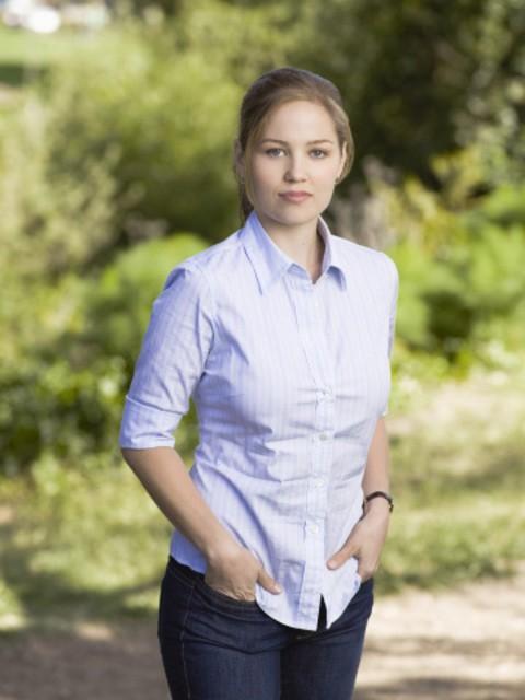 Erika Christensen è Julia nella serie Parenthood