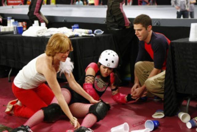 Molly Shannon,  Selma Blair e Mikey Day nell'episodio Competition di Kath and Kim
