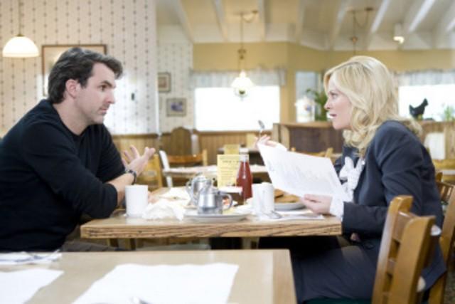 Paul Schneider ed Amy Poehler in una scena dell'episodio The Reporter di Parks and Recreation