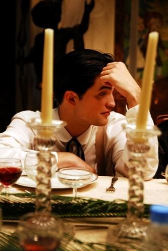 Robert Pattinson in una scena del film Little Ashes