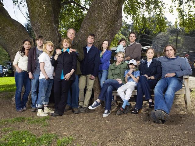 Una foto promozionale del cast di Parenthood
