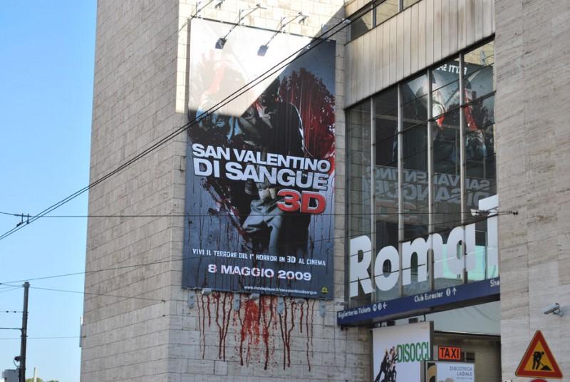 Una immagine della campagna di notevole impatto studiata per San Valentino di sangue in 3D a Roma