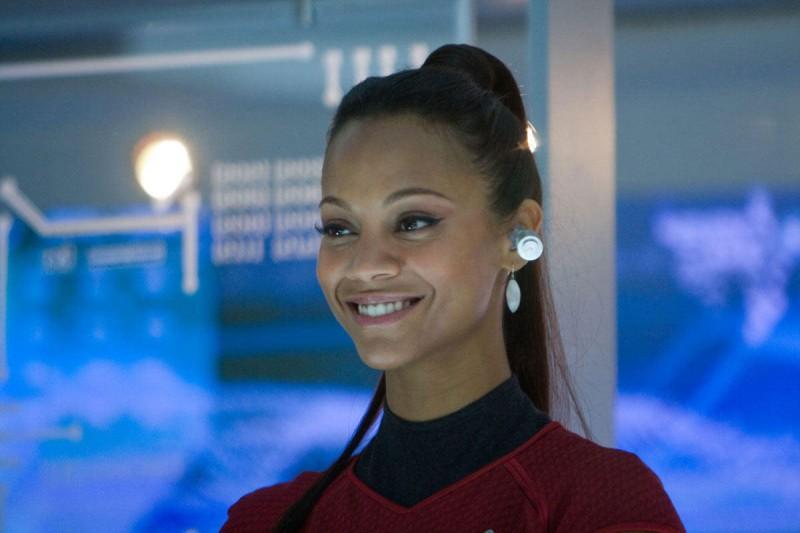 Zoe Saldana è Nyota Uhura nel film Star Trek