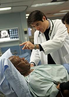 Goran Visnjic con Forest Whitaker nell'episodio 'Ames v. Kovac' della serie tv ER - Medici in prima linea