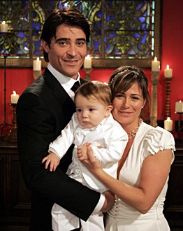 Goran Visnjic e Maura Tiernery durante la cerimonia di nozze di Luka e Abby nell'episodio 'I Don't' della serie tv ER - Medici in prima linea