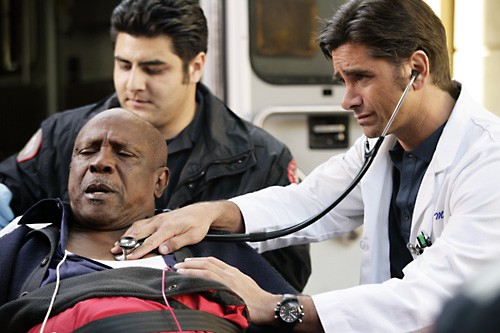 John Stamos e Louis Gossett Jr. nell'episodio 'The Family Man' della serie tv ER - Medici in prima linea