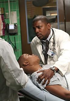 Mekhi Phifer in una scena dell'episodio ' A luci spente - 2 ' della serie tv ER - Medici in prima linea