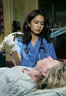 Parminder Nagra è la dottoressa Rasgotra nell'episodio 'Heart of the Matter' della serie tv ER - Medici in prima linea