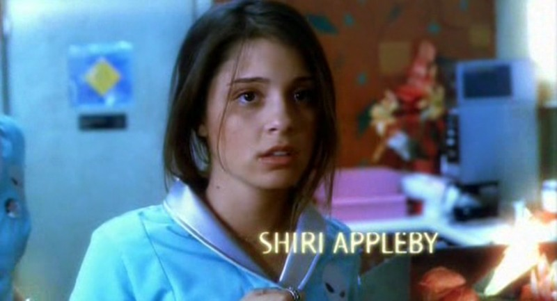 Shiri Appleby è Liz Parker nella sigla del telefilm 'Roswell'