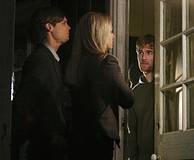 A.J. Cook, James Van der Beek e Matthew Gray Gubler in una scena dell'episodio 'Raphael - prima parte' della serie tv Criminal Minds