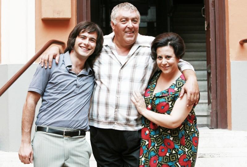 Giulio Forges Davanzati, Maurizio Mattioli e Daniela Terreri in una scena della serie TV Piper