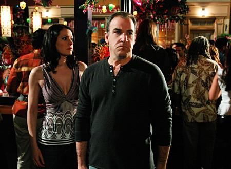 Mandy Patinkin con Paget Brewster nell'episodio 'Jones' della seconda stagione di Criminal Minds