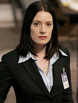 Paget Brewster durante una scena dell'episodio ' L'ora della preghiera ' della serie tv Criminal Minds