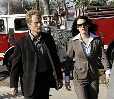 Paget Brewster e Tom Schanley  nell'episodio 'Cenere e polvere' della serie tv Criminal Minds