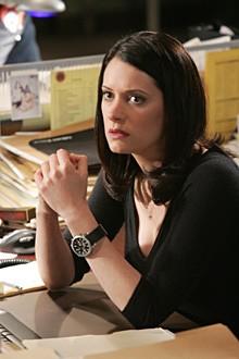 Paget Brewster in una scena dell'episodio 'Il codice dei ladri' della serie televisiva Criminal Minds