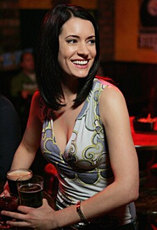 Paget Brewster in una scena dell'episodio 'Raphael - prima parte' della serie tv Criminal Minds