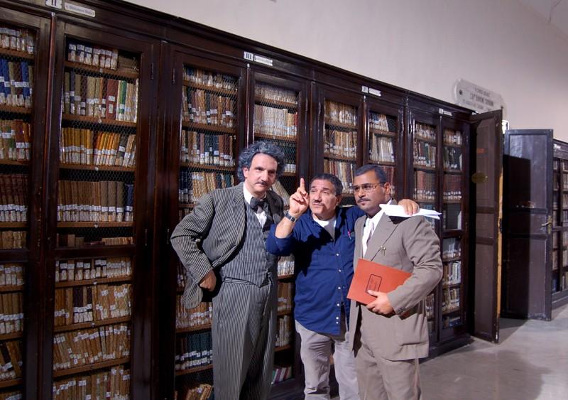Sergio Friscia (con il registro) nel ruolo del Prof. Li Causi in Quell'estate felice