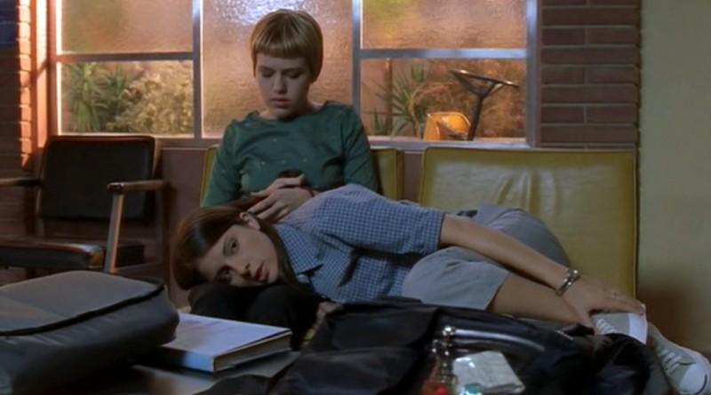 Maria e Liz (Majandra Delfino e Shiry Appleby) nell'episodio 'Una vita normale' di Roswell