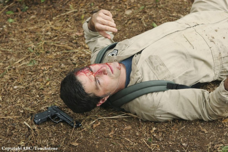 Matthew Fox in un momento dell'episodio Follow the Leader di Lost