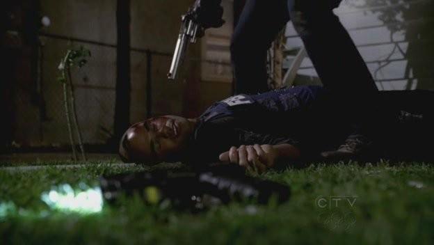 Shemar Moore in una scena drammatica dell'episodio 'Omnivore' della quarta stagione di Criminal Minds