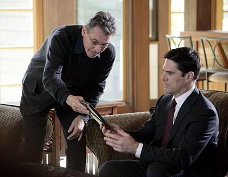 Thomas Gibson con Randolph Mantooth nell'episodio 'Il conforto della morte' della serie tv Criminal Minds