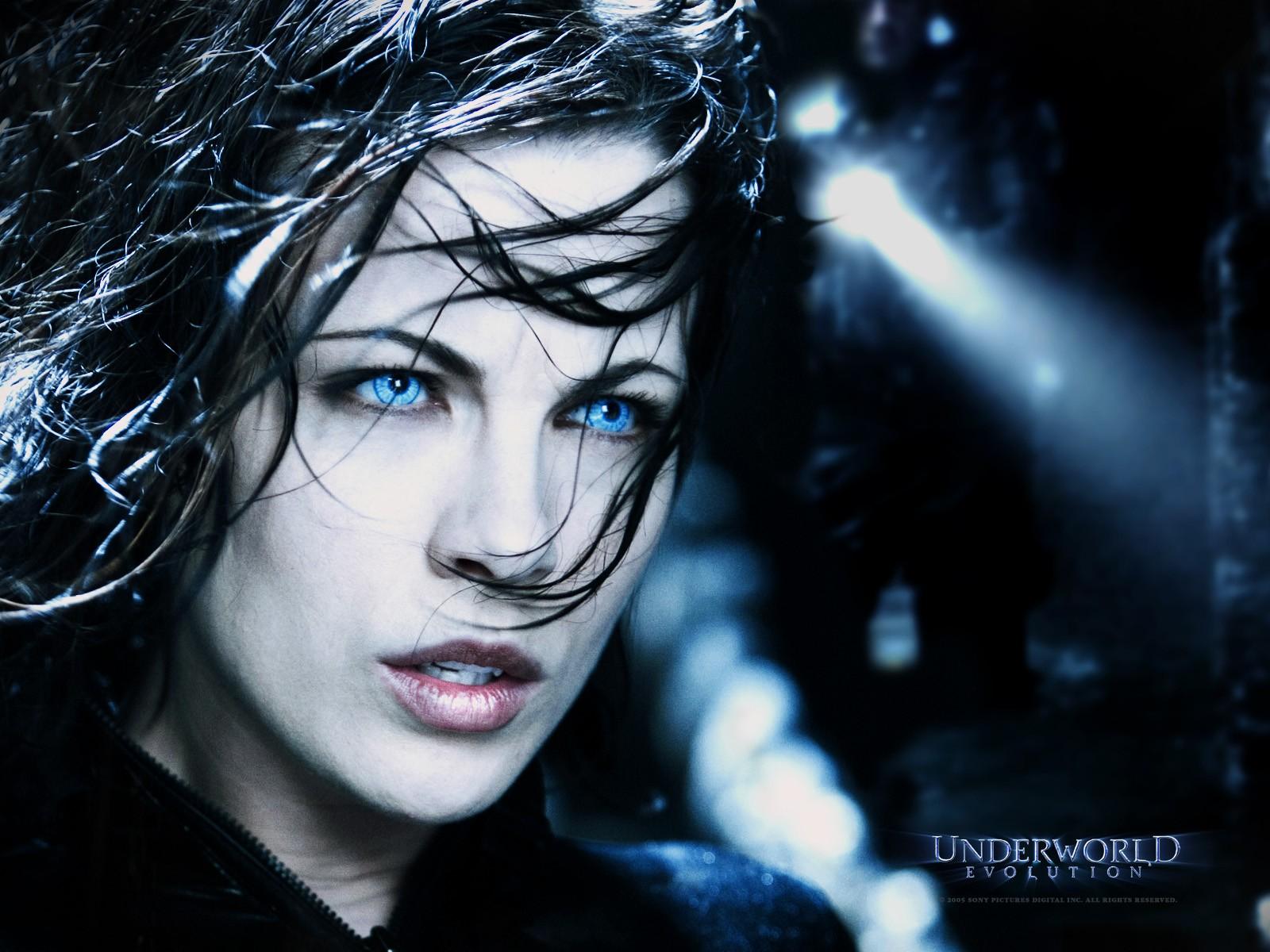 Un wallpaper di Kate Beckinsale in 'Underworld: Evolution'