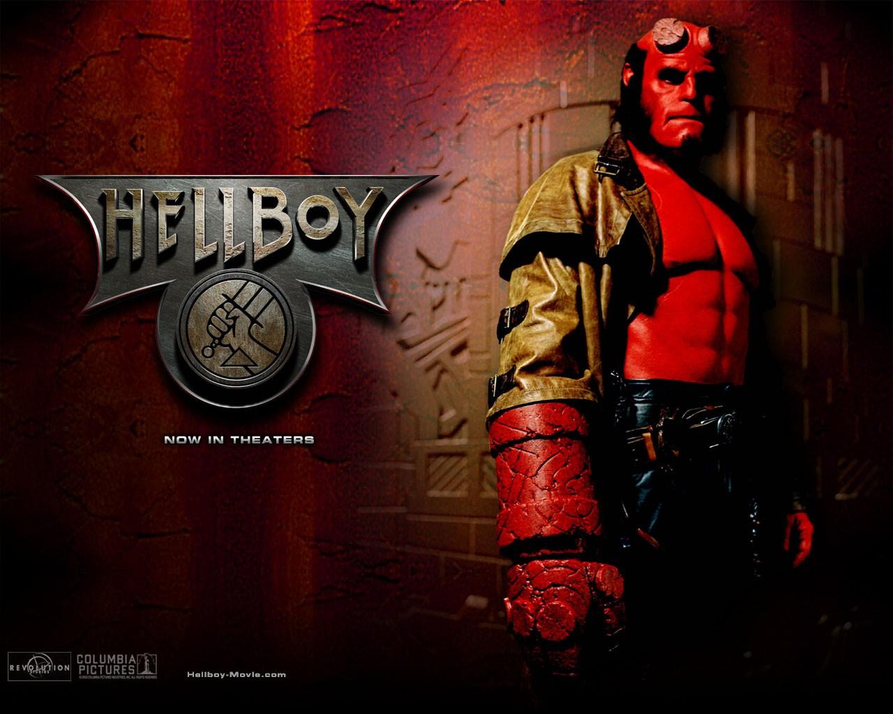 Wallpaper di Ron Perlman che interpreta Hellboy nel film 'Hellboy'