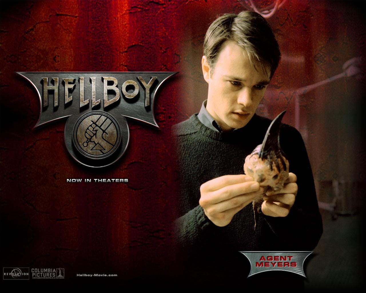 Wallpaper di Rupert Evans che interpreta John Myers nel film 'Hellboy'