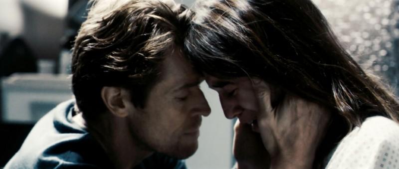 Willem Dafoe e Charlotte Gainsbourg in una scena del film Antichrist