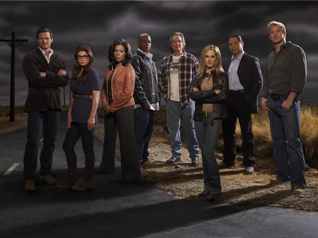 Una foto promozionale del cast della seconda stagione di Saving Grace