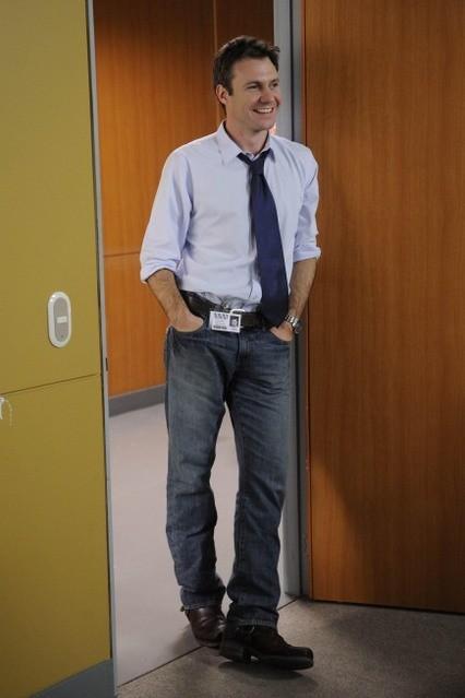 Chris Vance in una scena della serie Mental