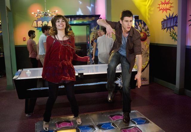 Demi Lovato e Kelly Blatz in una scena dell'episodio Sonny With a Chance of Dating di Sonny tra le stelle