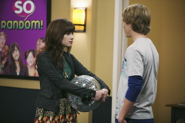 Demi Lovato e Sterling Knight nell'episodio Promises, Prom-Misses di Sonny tra le stelle