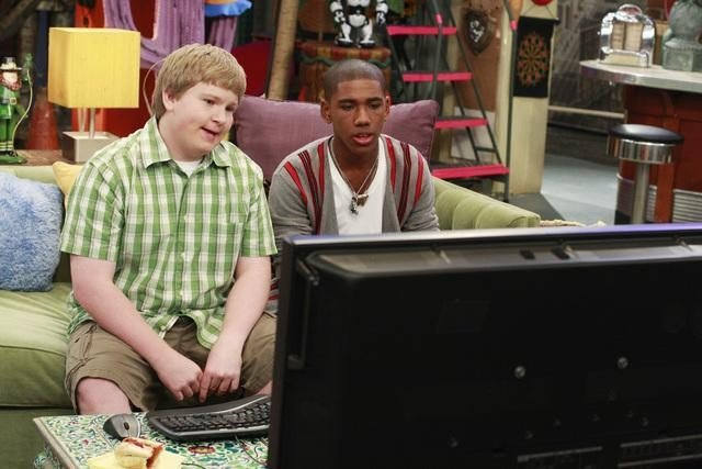 Doug Brochu e Brandon Smith nell'episodio Fast Friends di Sonny tra le stelle