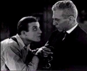 Dwight Frye con Edward Van Sloan in una scena di Dracula