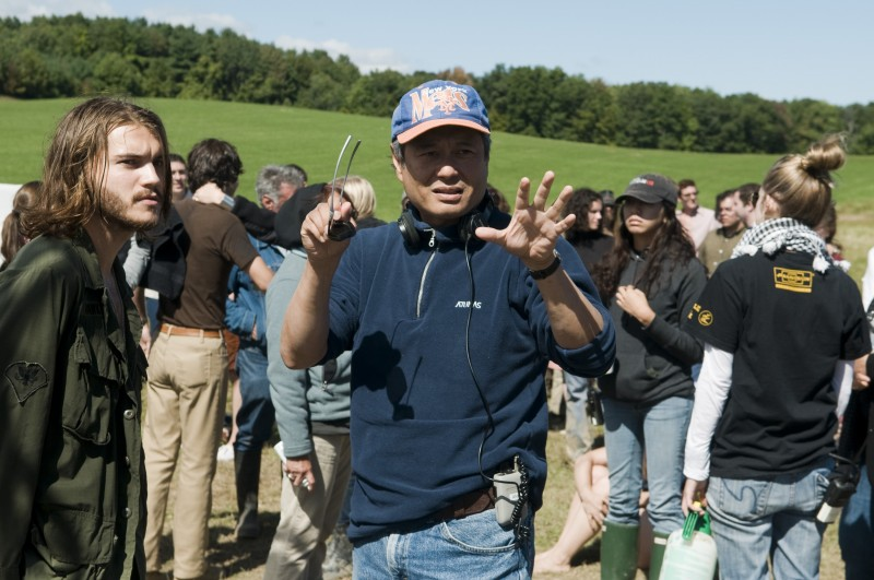Emile Hirsch con Ang Lee sul set del film Taking Woodstock